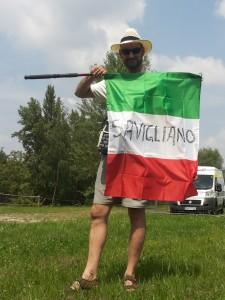 Don Paolo con la bandiera di Savigliano!